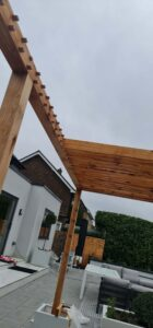Pergola flat area joints with dowels